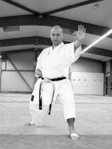 Pascal Le Guiniec, président de club, ceinture noire 3e dan, arbitre officiel national oeuvre pour le karaté sur et autour des tatamis.